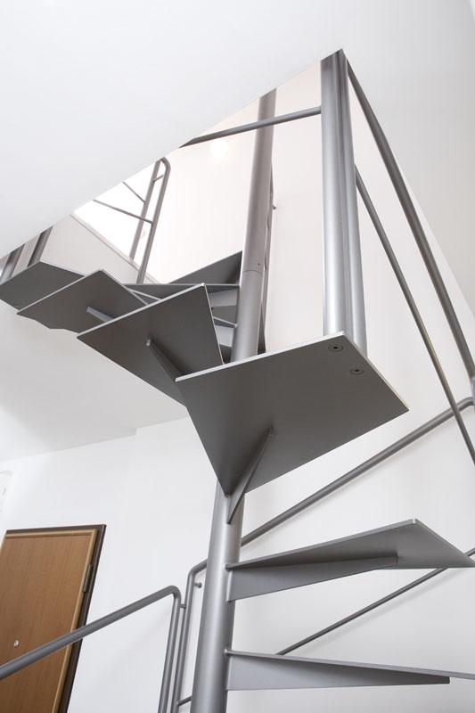 Scala a Chiocciola in Ferro - Monolitica Light Quadra  Zichichi