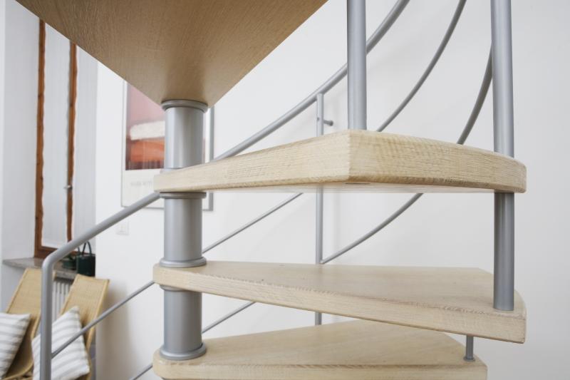 Showroom progettazione scale e finestre per tetti zichichi - Finestre per scale ...
