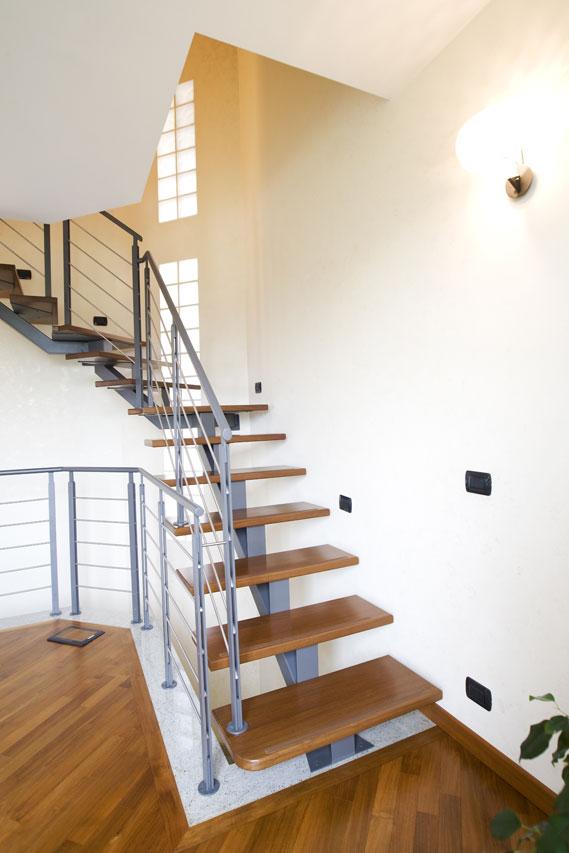 Scala a rampe in ferro e legno– Mod.B Air 6C