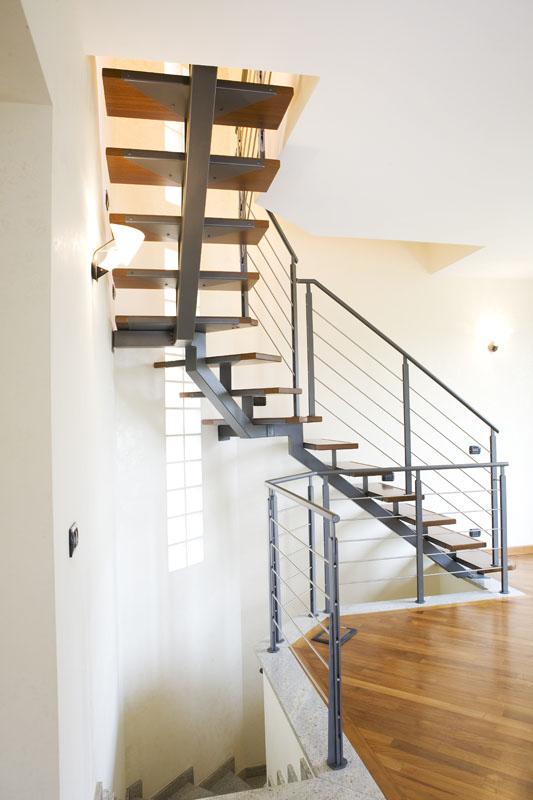 Scala a rampe in ferro e legno mod b air 6c zichichi for Scale milano