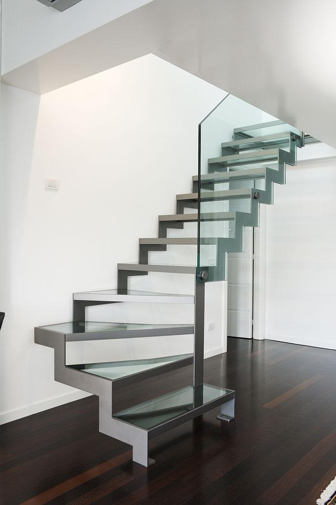 Scala a rampe in ferro e cristallo – Elite Strike Glass