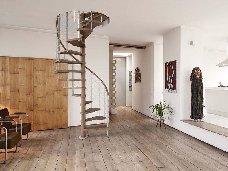 Scala a chiocciola tonda in ferro e legno mod 40t zichichi - Scale per appartamenti ...